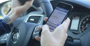 texting-while-driving-628